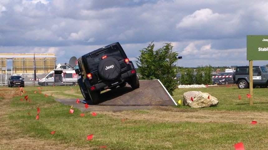 Tackling the ramp without taking off in the 2014 Wrangler