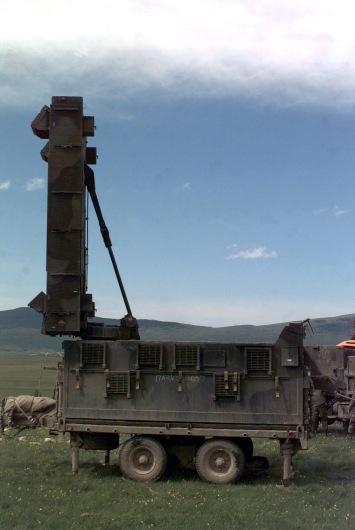 AN_TPQ-37_Firefinder_radar