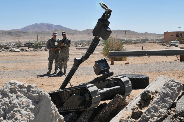 US_Army_aith_Packbot_in_2012